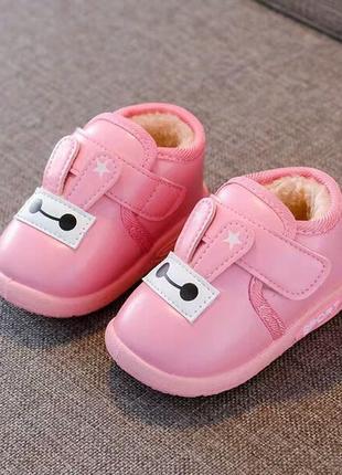 Розовые ботинки для малышей