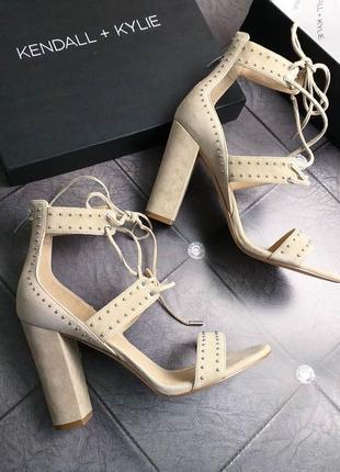 Kendall + kylie оригинал стильные бежевые босоножки с шнуровкой