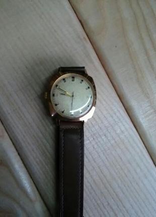 Позолоченные часы заря