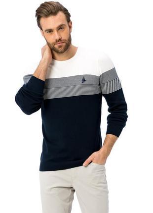 Мужской свитер lc waikiki синими полосками на груди, с белым верхом и темно-синим низом