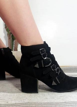 Ботинки казаки толстый каблук острый носок замша демисезон на змейке3 фото