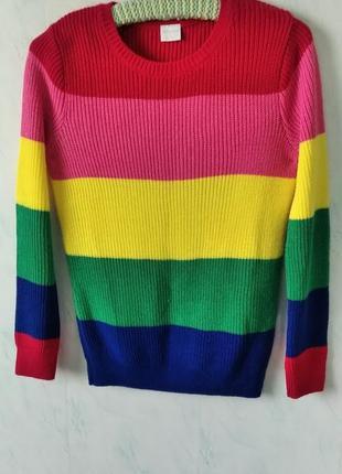 Яркий красивый свитерок