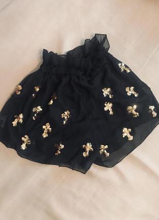 Стильные шорты с пайетками