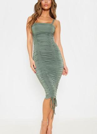 Prettylittlething зелена моделююча сукня