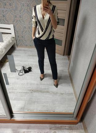 Стильные офисные брюки тёмно-синего цвета