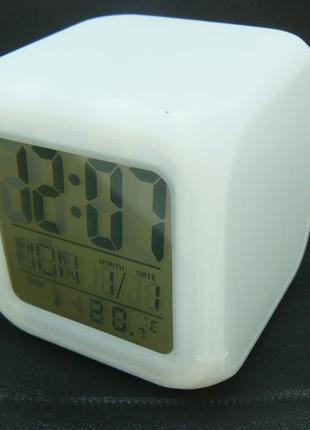 Настольные часы куб led