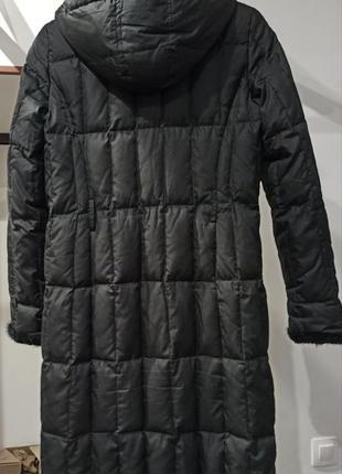 Демисезонное пальто на поясе с меховой окантовкой