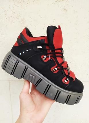 New rock женские ботинки кроссовки на масивной высокой подошве черные красные теплые