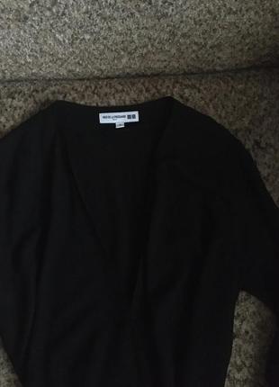 Базовое чёрное платье с запахом2 фото