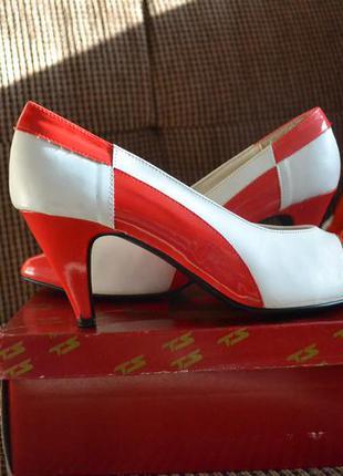 Туфли - лодочки классические кожаные белые с красным