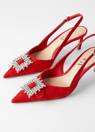 Красные замшевые туфли zara  без задников, с украшением спереди