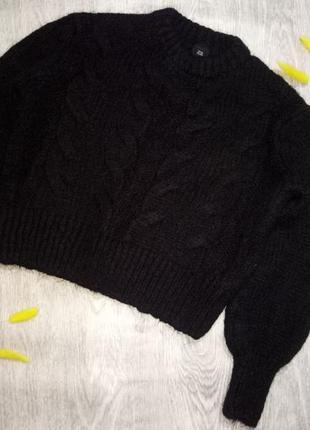 Укороченый вязаный теплый свитер в косы