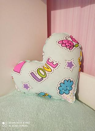 Декоративная подушка сердечко.