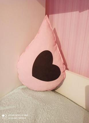 Декоративная подушка капелька.