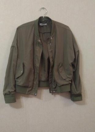 Бомбер лёгкая курточка цвета хаки