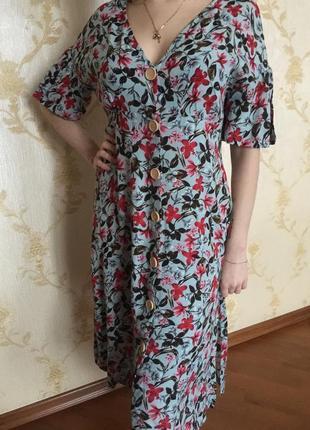 Летнее платье-халат на пуговицах. цветочный принт