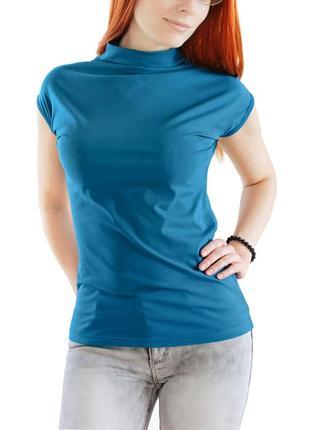 Стильная хлопковая футболка со стоечкой