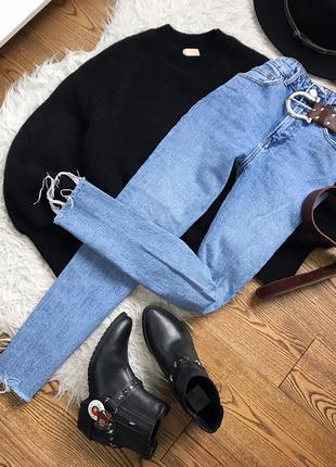 Ідеальні прямі джинси з тороченим низом
