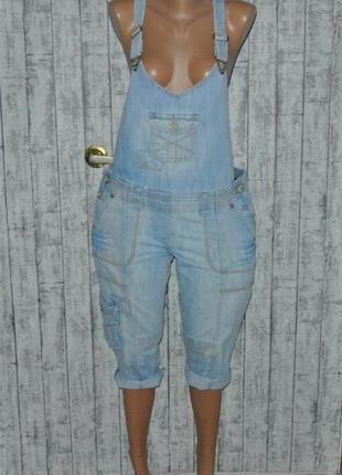 Джинсовый комбинезон ромпер голубой катоновый шортами бриджи с потёртостями
