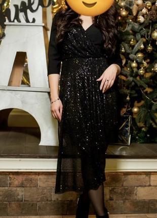 Чёрное вечернее платье в паетках
