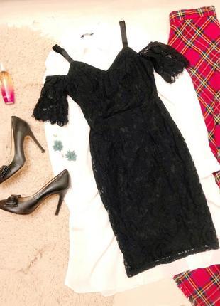 Кружевное платье футляр с открытыми спущенными плечами гипюровое по фигуре