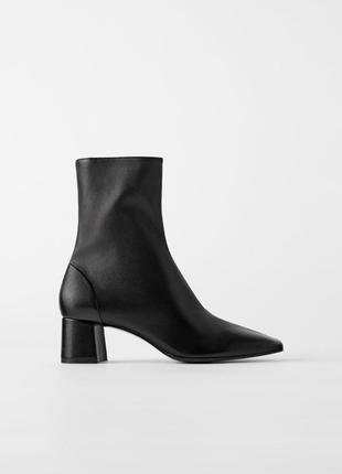 Стильные кожаные ботинки zara, черного цвета