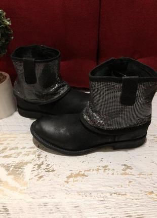 Ботинки із натурального нубука,із ефектом затертості,від north star.новинка