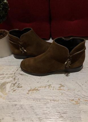 Ботинки із натуральної замші,від andre