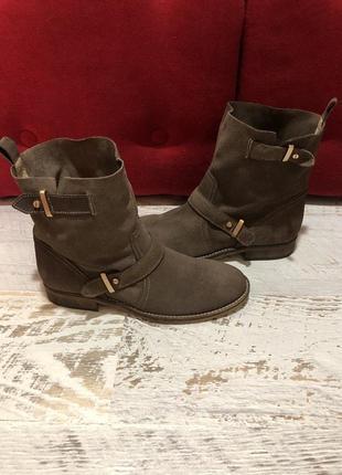 Ботинки із натуральної замші,від san marina