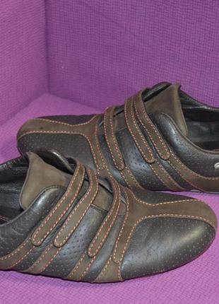 Кожаные кроссовки lacoste