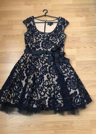 Мега красивое кружевное платье от крутого дизайнера betsy adam. р-р м/46 наш