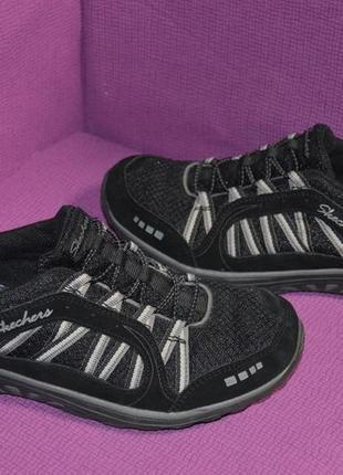 Не весомые комфортные кроссовки skechers