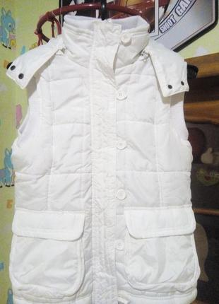 Женская белая теплая жилетка