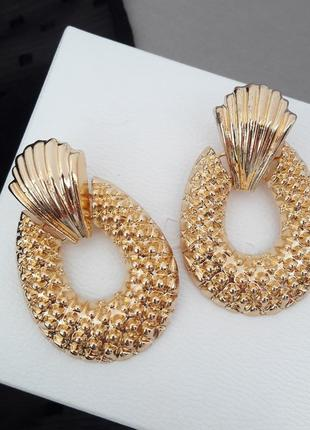 Модные серьги в золоте