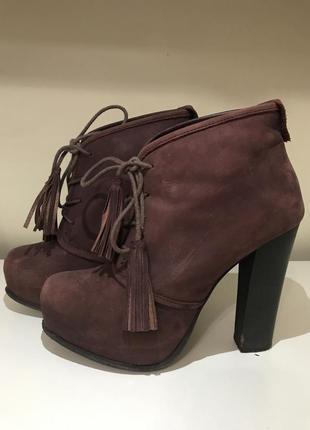 Ботильоны ботинки на платформе и шнурками с кисточкой