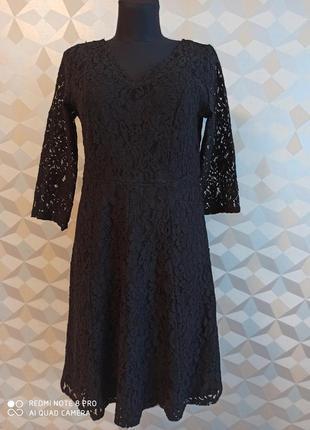Нарядное кружевное платье  с открытой спинкой