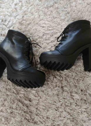 Шикарні черевички boots від andre нат.шкіра р.39.4 фото