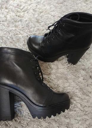Шикарні черевички boots від andre нат.шкіра р.39.5 фото