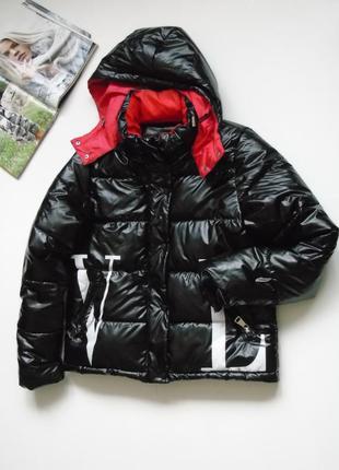 Продам трендовою курточку vltn