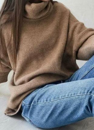Трендовый оверсайз свитер цвета кемел
