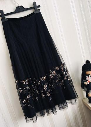 Топовая фатиновая юбка миди с вышивкой