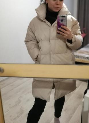 Куртка широкого кроя женская бежевого цвета oversized пуховик