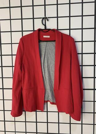 Малиновый пиджак promode