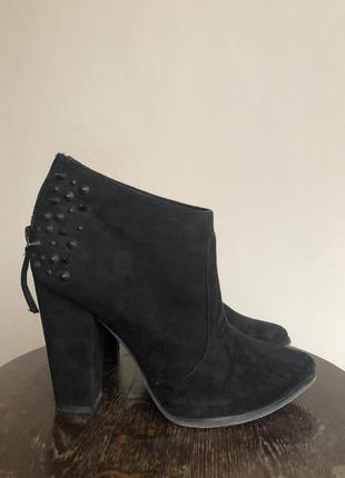 Ботільйони чобітки чорні шипи