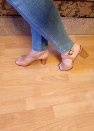 Англия,люкс!шикарнейшие,кожаные сандалии,босоножки,ботильоны,сланцы,шлепки,37р.9 фото