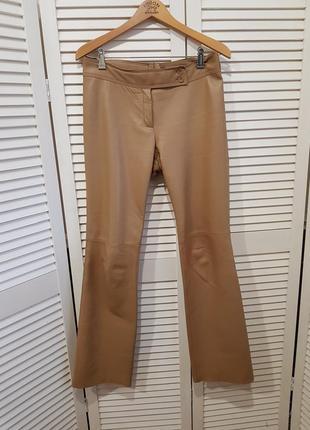 Светлые кожаные брюки штаны mango