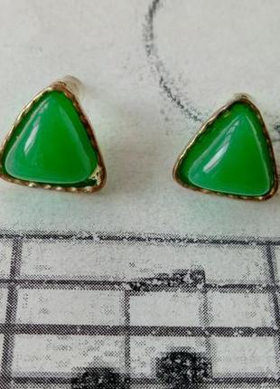 Распродажа! золотистые геометрические серьги гвоздики объемный зеленый треугольник сережки