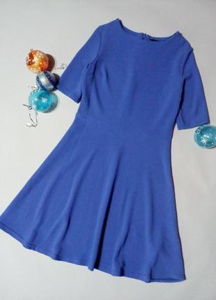 Красивое базовое платье на невысокую девушку