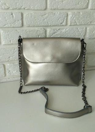 Красивая сумка серебристая из натуральной кожи