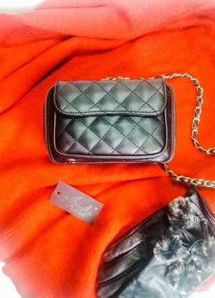 Женская чёрная сумочка маленькая и компактная